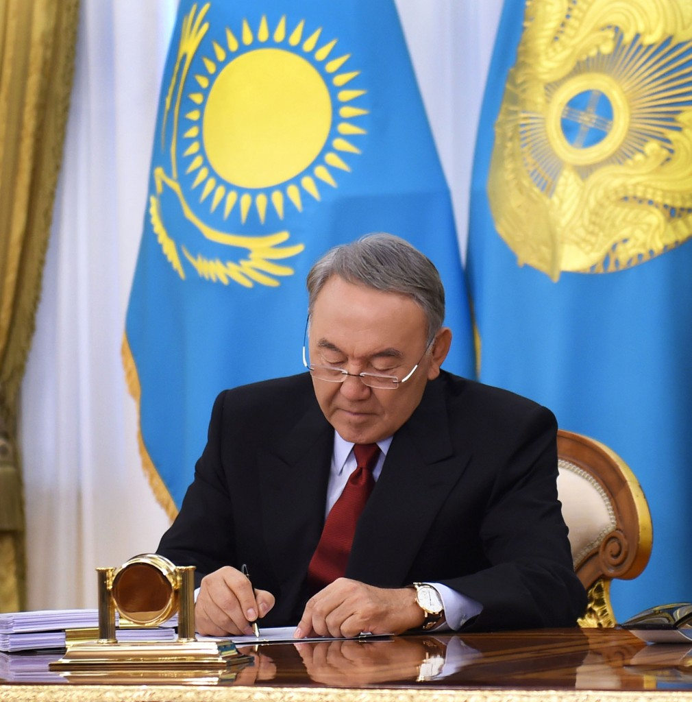 President Nursultan Nazarbayev signs Kazakhstan's new Civil Procedures Code into law Oct. 31 at the Akorda.