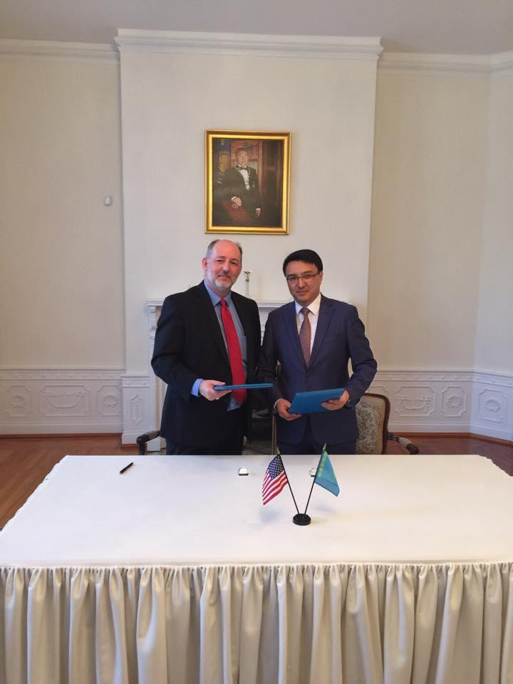 palata.kz Deputy Chairman of Atameken Nurzhan Altayev and Senior Vice President of the Business Council for International Understanding Jeff Donald