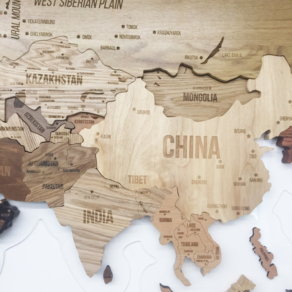 world-wooden-map-by-aziz-abdulmazhitov