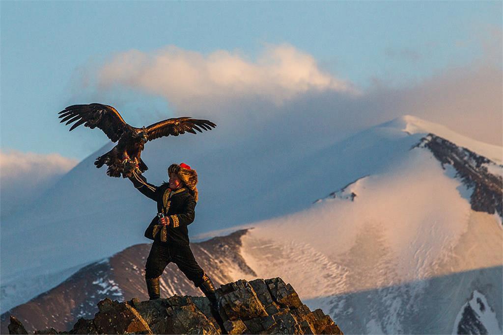 la-et-mn-sundance-eagle-huntress-20160122