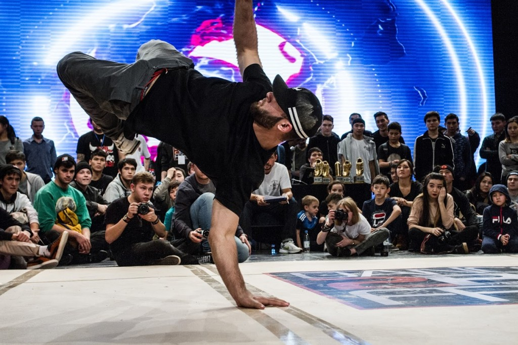 b-boy-shoma-performs-a-power-move
