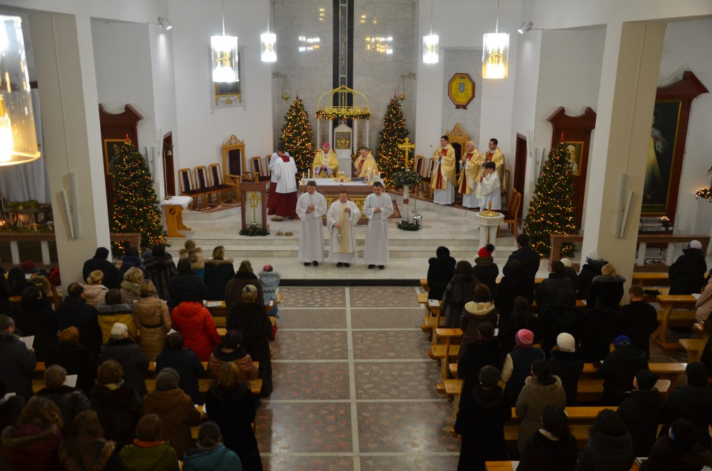 christmas-mass-at-our-lady-of-perpetual-help-cathedral-2