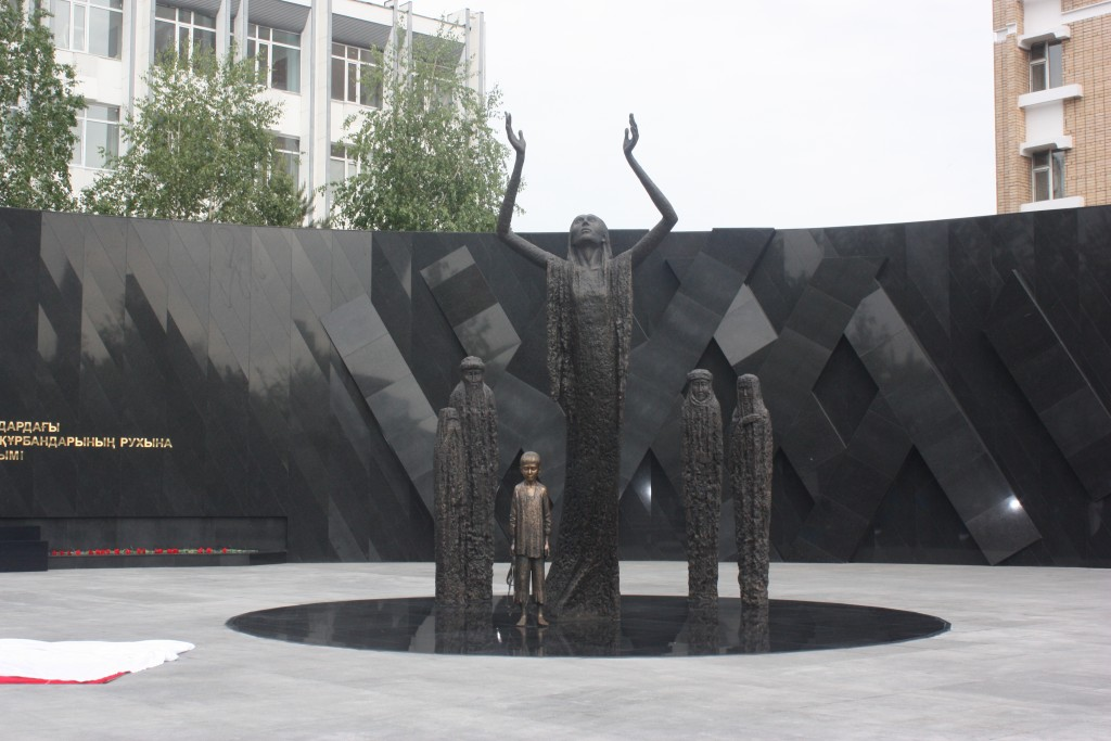 monument-in-astana-honouring-victims-of-holodomor