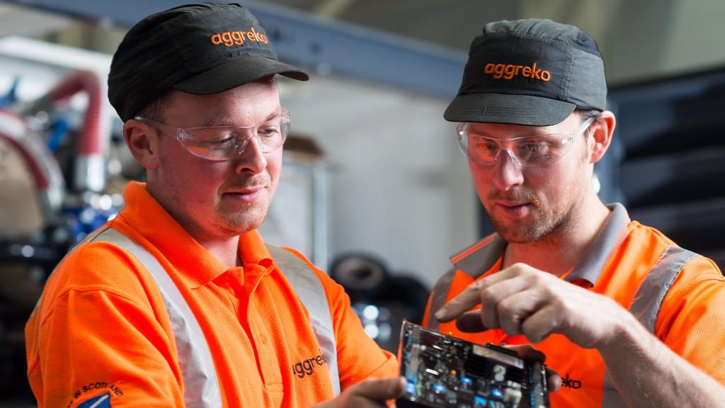 2017-02-technician-working-innovation