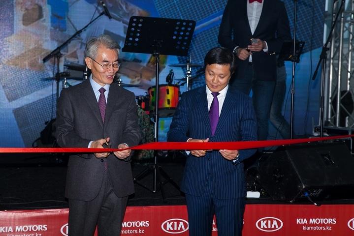 Forbes. Посол Республики Корея Kim Daesik и председатель Ассоциации транспортников Астаны Медет Курманов
