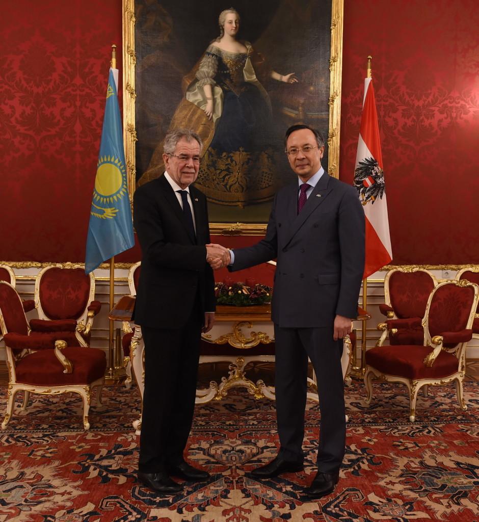 Austrian President Alexander Van der Bellen (L) and Kazakh Minister of Foreign Affairs Kairat Abdrakhmanov