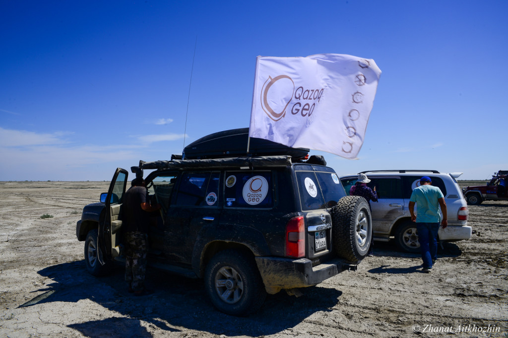 Expedition group heading to the Aral Sea, 2016. Photo credit: Zhanat Aithozhin.