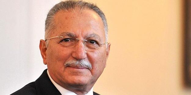 Ekmeleddin İhsanoğlu. Photo credit: www.yeniakit.com.tr.