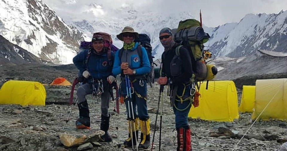 L7LaCFwEZADDfQpkSvxlA - Вертолеты продолжают поиски трех пропавших казахстанских альпинистов в горах Тянь-Шаня