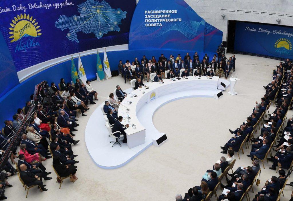 """adg3726s 1024x701 - Назарбаев призывает новые идеи для партии """"Нур Отан"""" в целях удовлетворения потребностей людей"""