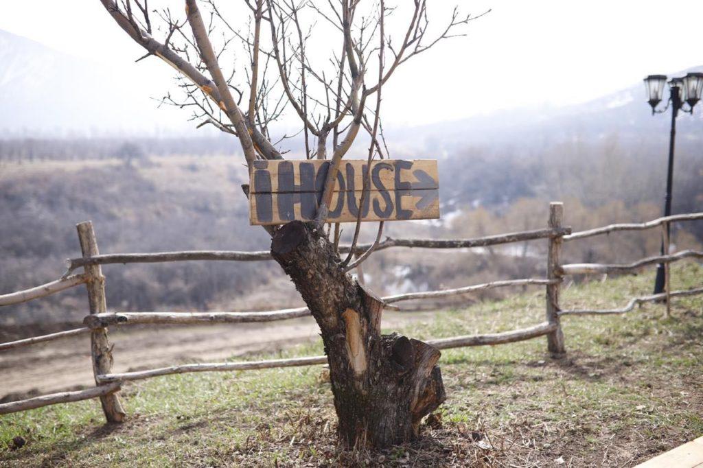photo5357538640663784250 1024x682 - Крошечный дом аренда бизнеса в Казахстане подчеркивает за