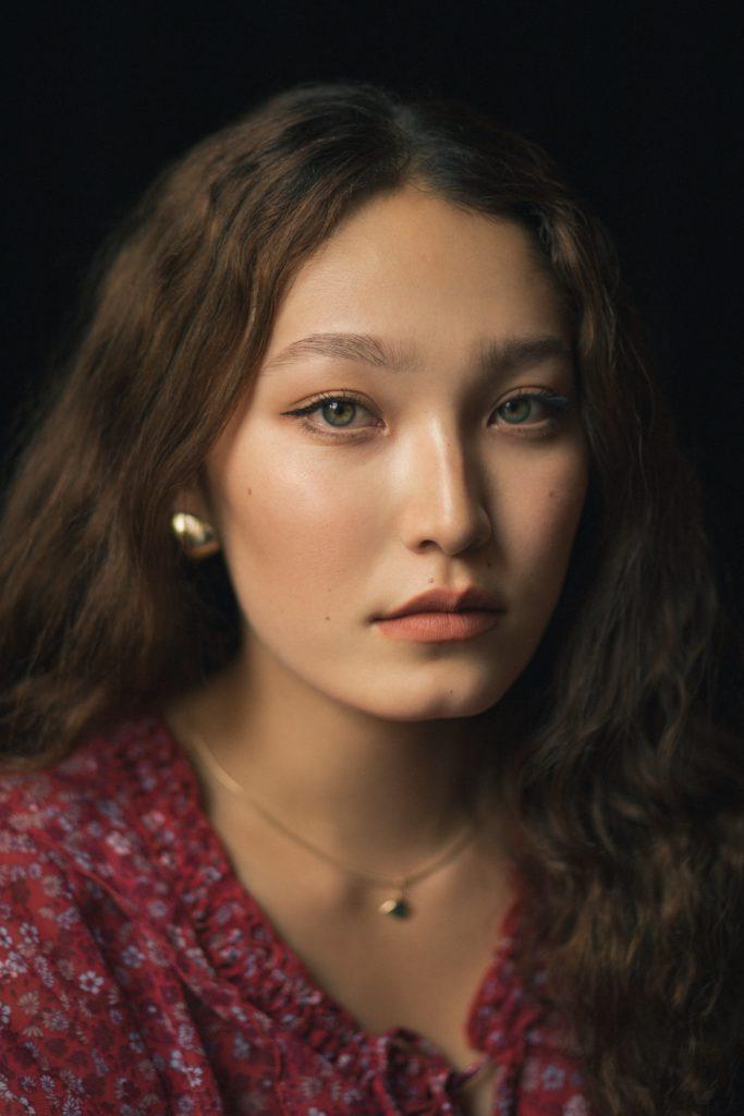 Aidana portrait min 1 1 683x1024 - Инновационный казахстанский фотограф черпает вдохновение из искусства, музыки и соединения с своим подданным