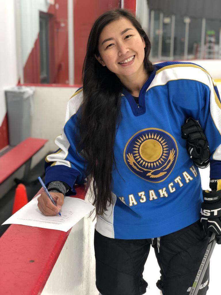 Photo credit Nwhl.zone  768x1024 - Бюльбюль Kartanbay является первым казахским спортсменом, чтобы играть в национальной женской хоккейной лиги