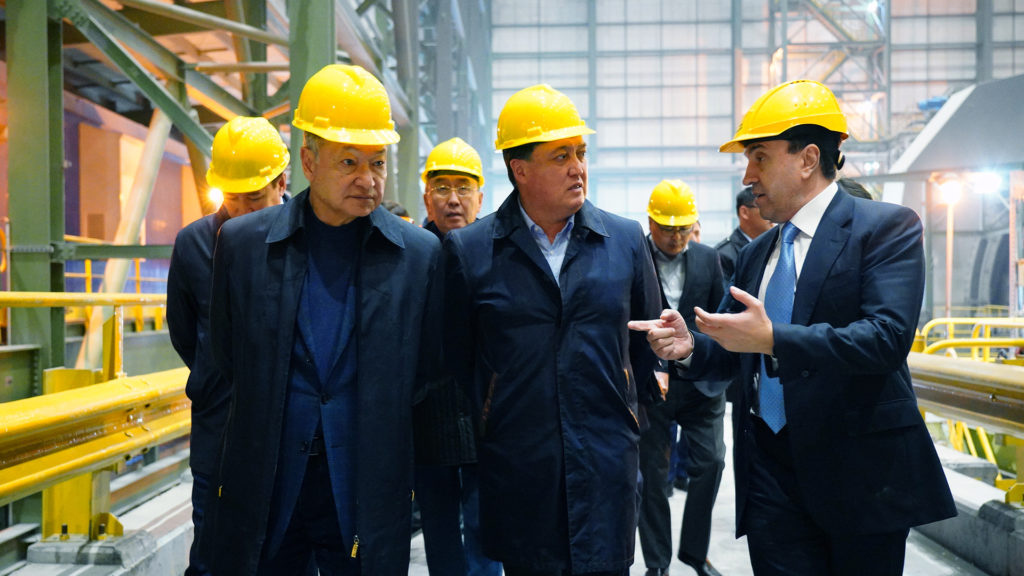 Akim of the East Kazakhstan region Daniyal Akhmetov and Prime Minister Askar Mamin 1024x576 - Трассе Караганда-Балхаш открыть в 2020 году