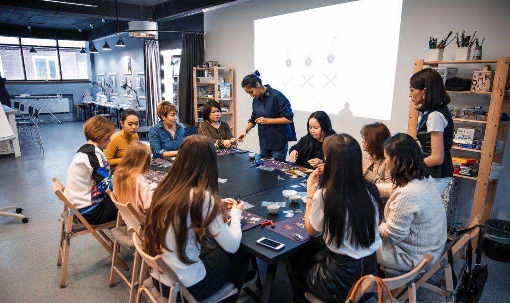 """IMG 0187 e1570427151282 1024x609 - Казахское ювелирное дизайнеры позволяют женщинам чувствовать себя уникальными с """"доступной роскоши"""" изделия"""