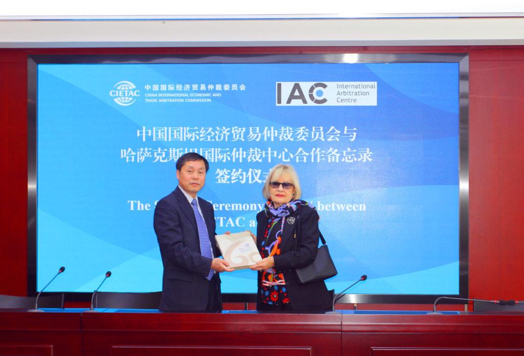 IMG 5880 1024x695 - МВК подписывает несколько договоров с азиатскими партнерами международного арбитража и медиации