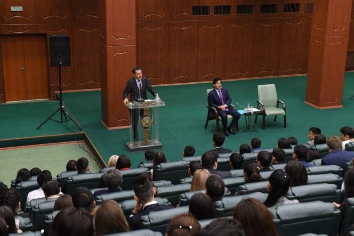 Sagintayev speaks in front of the students audience - Аким Алматы представлена стратегия развития города до 2050 года