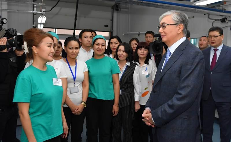 %D1%8E%D1%82%D0%B0%D1%80%D0%B8%D1%8F inform.kz  - Президент РК посетил текстильной, швейной фабрики оборудованием, которое использует социально незащищенных
