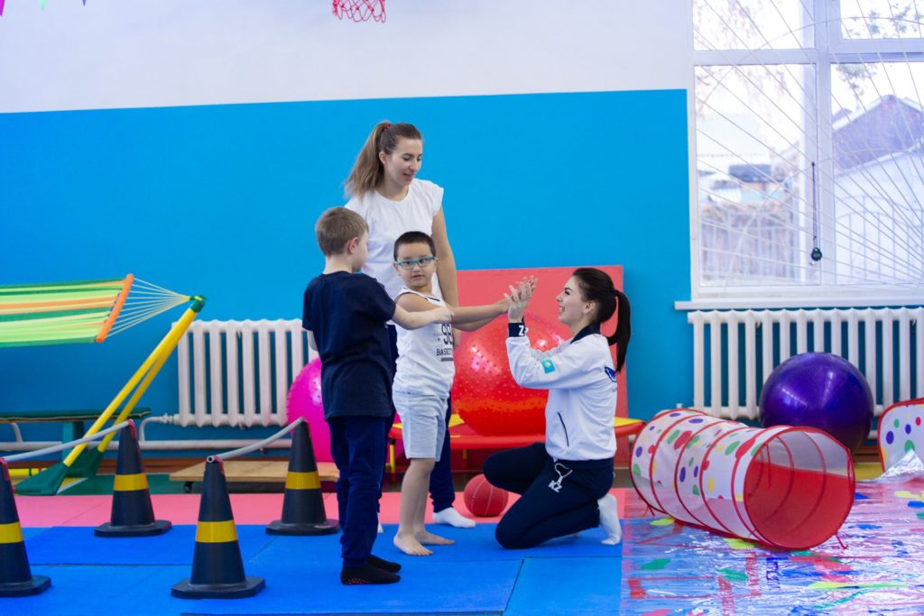 88a9e9de8f74fe0fd0eaa8421af22a50 1024x683 - Проект Areket предлагает трудоустройство учащихся с нарушением слуха, открывает адаптивная гимнастика в Талдыкоргане