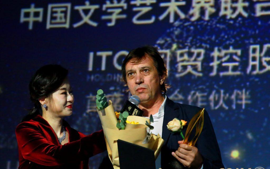 mmexport1574927952070 e1575348304735 1024x642 - 'Айка' честь на Золотой китайский Петух и сто цветов кинофестиваля фильм