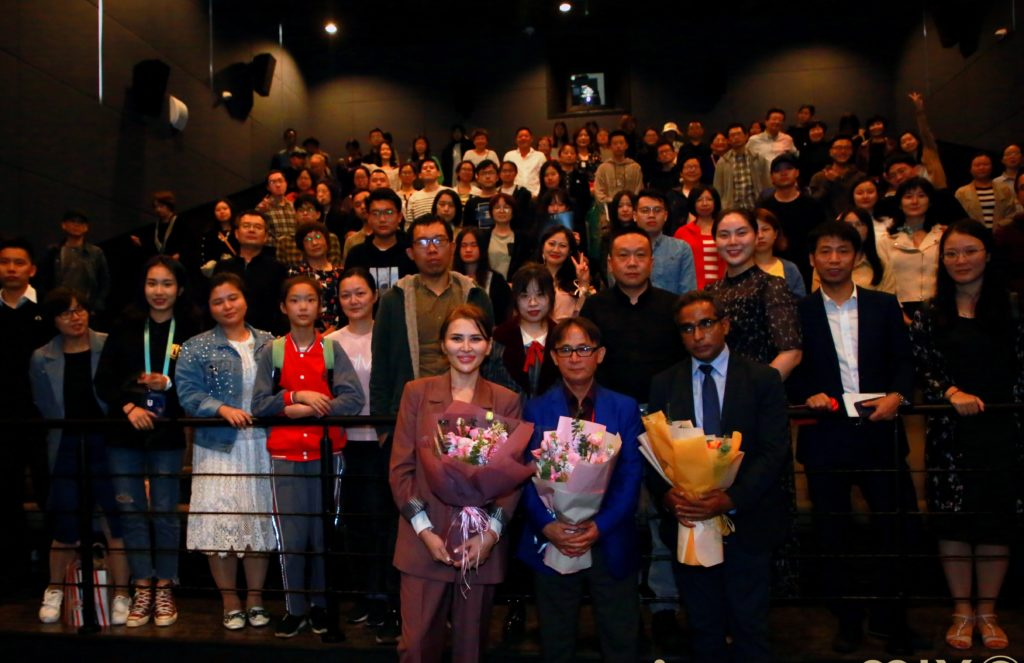 mmexport1574928452038 e1575348233803 1024x663 - 'Айка' честь на Золотой китайский Петух и сто цветов кинофестиваля фильм