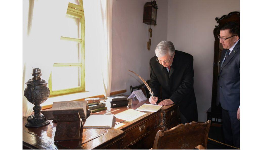 2020 01 09 ghtpbltyn 1024x593 - Президент Казахстана подчеркивает современную актуальность идеи Абая