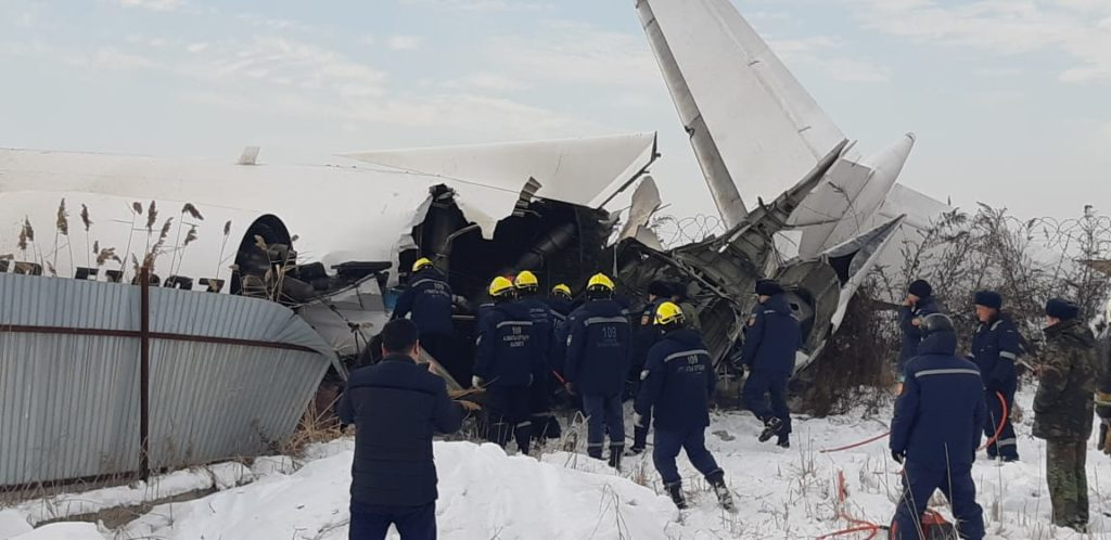 30 foto lenta   14 1024x498 - После авиакатастрофы Бек, оставшиеся в живых, помогали друг другу, местные жители поспешили предложить помощь