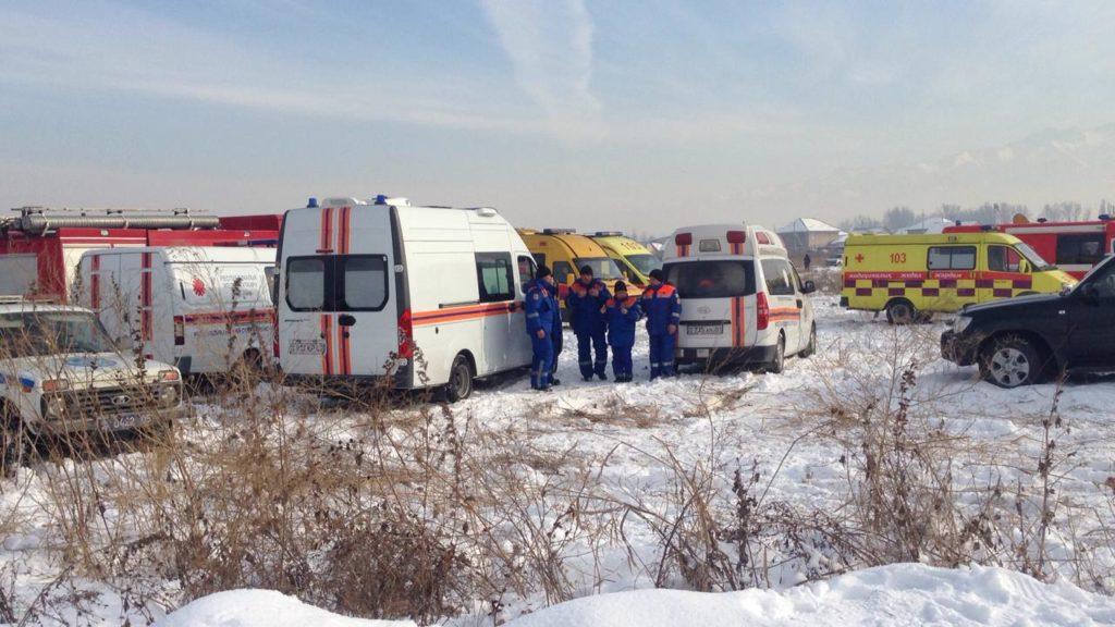 31 foto lenta  11 1024x576 - После авиакатастрофы Бек, оставшиеся в живых, помогали друг другу, местные жители поспешили предложить помощь
