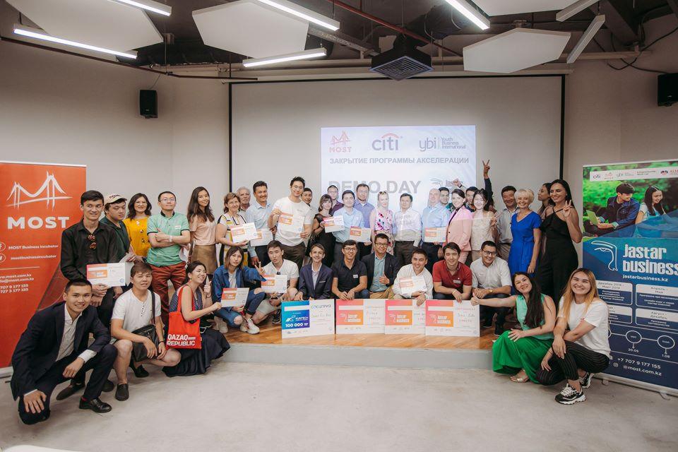Participants of the Jastar Business a youth entrepreneurship development programme - Большинство бизнес-инкубатор поддерживает Центральной Азии, молодежных стартапов