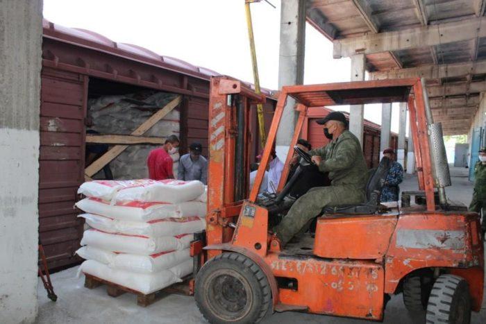 Aid to Kyrgyzstan 1 700x467 - Президент Кыргызстана Благодарит Казахстан За Оказание Гуманитарной Помощи В Условиях Пандемии