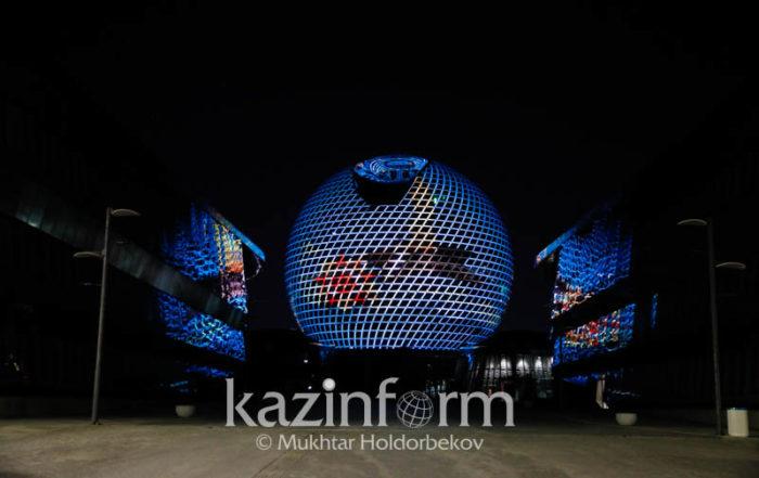 EXPO building lit up with the image to mark the date. Photo credit KazinformMukhtar Holdorbekov 700x441 - Казахстан празднует День Победы без парада, блокировка заказов из-за коронавируса
