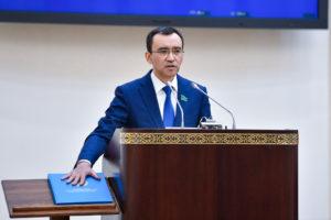 Maulen Ashimbayev assumes the post of the countrys Senate Speaker May 4. Photo credit Kazakh Parliament press office 300x200 - Дочь Назарбаева освобожден от должности президентом спикер Сената Токаев