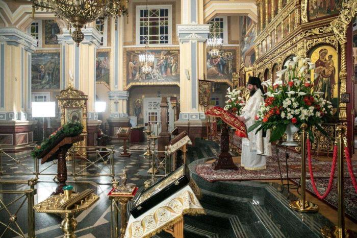 The empty hall of the Ascension Cathedral during services in Almaty Photo credit Almaz Toleke Informburo 700x466 - Казахстан отмечает День единства виртуальных людей, религиозных праздников, чтобы предотвратить массовые мероприятия